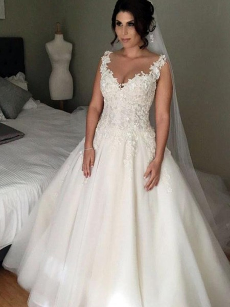Ball Gown V-neck Sleeveless Tulle Applique Lace Court Train Wedding Dresses