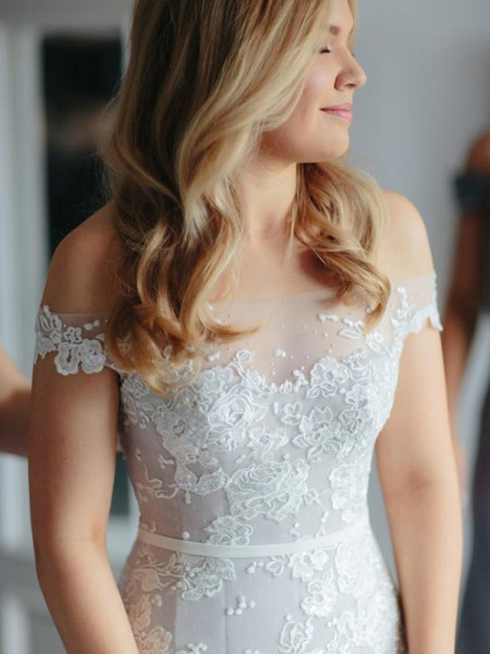 Trumpet/Mermaid Sleeveless Off-the-Shoulder Tulle Lace Applique Court Train Wedding Dresses