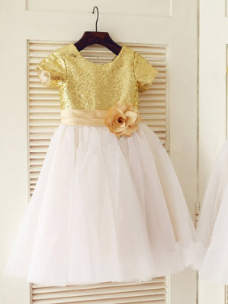 A-line/Princess Sequin Tulle Scoop Short Sleeves Knee-Length Dresses