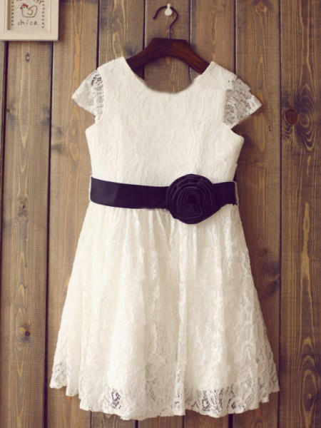 A-line/Princess Hand-Made Flower Lace Scoop Short Sleeves Long Dresses